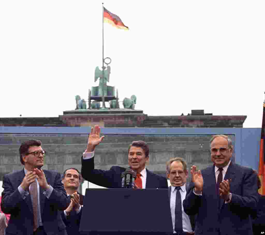 """**ADVANCE FOR TUESDAY, JAN. 26** FILE- In this June 12, 1987 file photo U.S. President Reagan acknowledges the crowd after his speech in front of the Brandenburg Gate in West Berlin, where he said """"Mr. Gorbachev, tear down this wall!"""""""