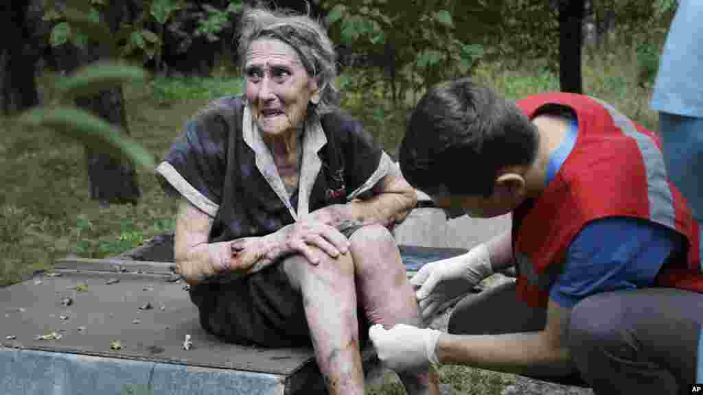 A wounded Ukrainian woman receiving treatment after shelling in Donetsk, eastern Ukraine, Aug. 10, 2014.