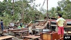 Cảnh đổ nát sau bão Bopha ở Philippines