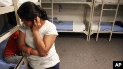 La normativa interna recomienda que las policías locales avisen al ICE en un plazo de 48 horas, detallaron los altos funcionarios del DHS y el ICE en su llamada con la prensa.
