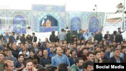 این کشاورزان در هنگام سخنرانی مجتبی میردامادی، امام جمعه موقت اصفهان به او پشت کردند.