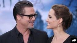 درخواست طلاق آنجلینا جولی و برد پیت، یکی از وقایع مهم هالیوود در سال گذشته میلادی بود.