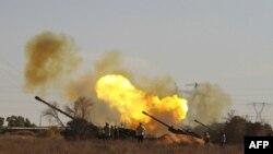 Trọng pháo của các chiến binh NTC ở ngoại ô thành phố Sirte, Libya, ngày 23 tháng 9, 2011