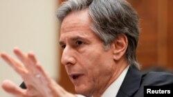 امریکی وزیر خارجہ اینٹونی بلنکن کیپیٹل ہل پر خارجہ امور سے متعلق کمیٹی کو بائیڈن انتظامیہ کی خارجہ امور پالیسی کی وضاحت کرتے ہوئے، مارچ 2021۔