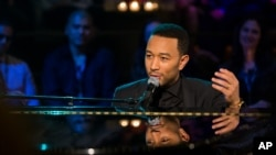 John Legend tampil dalam acara privat di Emerson Theater, Hollywood, California, 21 April 2014. (Foto: dok).