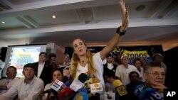 Lilian Tintori se encontraba con Díaz durante el mitin y dijo que ella también sufrió dos atentados.