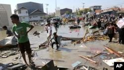 ده ها هزار نفر دیگر در اثر این آفت طبیعی بی خانمان شده است
