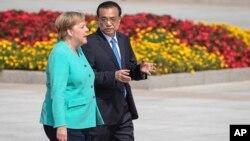 中国总理李克强与德国总理默克尔在北京人大会堂前出席欢迎仪式。(2019年9月6日)