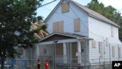En la fotografía, la casa donde Ariel Castro mantuvo cautivas a 3 mujeres durante una década.