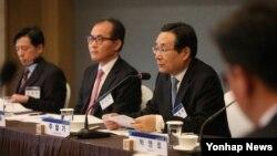 30일 한국 서울에서 '드레스덴 구상 이행 방안'이라는 주제로 열린 제1차 KINU 통일포럼에서 주철기 청와대 외교안보수석이 기조연설을 하고 있다.