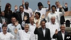 La tradicional foto de familia. En la primera fila los presidentes Santos, Piñera, Obama y Otto Pérez Molina junto a otros mandatarios de la región.