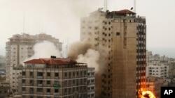 加沙市11月19日受到以色列轰炸,硝烟四起