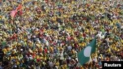 Sekitar 80 ribu orang menghadiri rapat akbar yang digelar partai oposisi di stadion Merdeka, Kuala Lumpur, Malaysia (12/1) menjelang pelaksanaan pemilu negara ini, yang menurut rencana akan digelar bulan Juni mendatang.