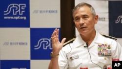 """Chỉ huy Bộ Tư lệnh Thái Bình Dương của Mỹ Harry Harris trả lời câu hỏi tại Viện Hòa bình Sasakawa ở Tokyo hôm 17/5. Đô đốc Mỹ vửa lên tiếng đả kích các nhân tạo của Trung Quốc và nói """"Người thật không nên tin vào các đảo giả của Trung Quốc."""""""