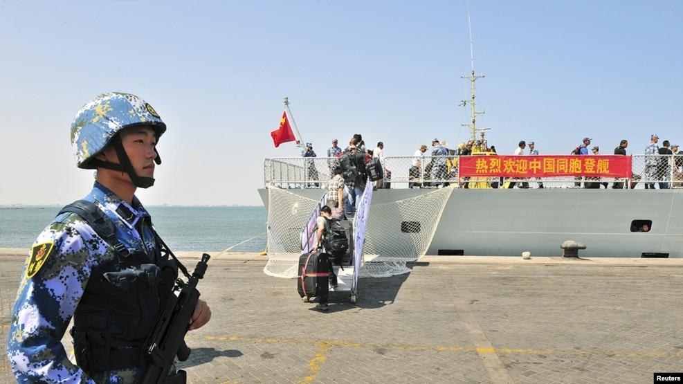 Tàu hải quân Trung Quốc Linyi ngày 29/03/2015.