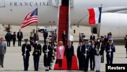 法国总统抵达美国进行国事访问