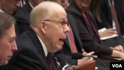 존 맥로린 전 미 중앙정보국(CIA) 부국장이 1일 하원 군사위원회 청문회에 출석해 증언하고 있다.