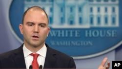 مشاور امنیت رئیس جمهوری آمریکا در حاشیه نشست خبری سخنگوی کاخ سفید درباره نصب موشک های اس۳۰۰ اظهارنظر کرد.