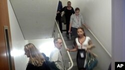 People use the stairs to evacuate a building in Washington after an earthquake hit the Washington area, August 24, 2011