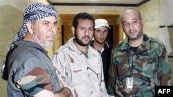 Абдель-Хаким Бельхадж (второй слева). Август 2011 г.