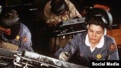 Ağır sənaye sahəsində çalışan amerikalı qadınlar