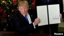 Presiden AS Donald Trump usai memberikan pernyataan yanng mengakui Yerusalem sebagai ibu kota Israel di Gedung Putih, 6 Desember 2017 (foto: dok).