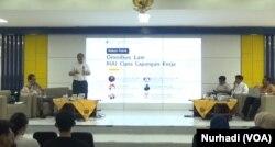 Diskusi Omnibus Law RUU Cipta Kerja di Fisipol UGM Kamis 12 Maret 2020. (Foto: VOA/ Nurhadi)