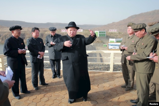 Lãnh tụ Bắc Triều Tiên Kim Jong Un thăm nhà máy điện Paektusan Hero Youth..