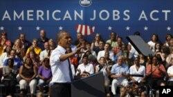美國總統奧巴馬星期二訪問俄亥俄州哥倫布市得一所學校是為他的就業法案爭取支持。