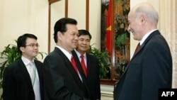 Thủ tướng Nguyễn Tấn Dũng gặp giáo sư Joseph Nye ở Hà Nội hồi tháng Giêng 2010