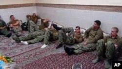 تصویر سربازان امریکایی پس از بازداشت توسط سپاه پاسداران ایران
