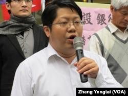 反黑箱服贸民主阵线召集人赖中强律师(美国之音张永泰拍摄)