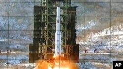 Момент запуска северокорейской ракеты дальнего действия. Пхеньян. 12 декабря 2012 г.