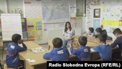 """Sanita Smajić podučava djecu u centru simboličnog imena """"Otaharin"""""""