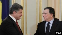 Ukrajinski predsednik Petro Porošenko i predsednik Evropske komisije Žoze Manuel Barozo prilikom susreta u Kijevu, 12. septembra 2014.