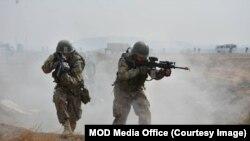 د دفاع وزارت د ویاند مرستیال په دغو نښتو کې افغان سرتیرو ته د مرګ ژوبلې اوښتو په اړه له جزئیاتو ورکولو څخه ډډه وکړه.