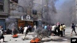 也門首都薩那一座政府大樓遭炮轟﹐政府軍懷疑反對派軍官在這座大樓中避難
