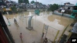 필리핀에 상륙한 태풍 '풍웡'으로 수도 마닐라 등 곳곳이 물에 잠겼다.