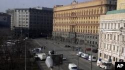 В центре - здание ФСБ
