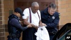 Aktor Bill Cosby (usia 81 tahun) dikenai hukuman 3-10 tahun di penjara negara bagian Pennsylvania, pada sidang hari Selasa (25/9).
