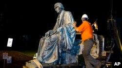 Пам'ятник Роджеру Тані