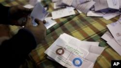 В избирательную комиссию Египта продолжают поступать бюллетени