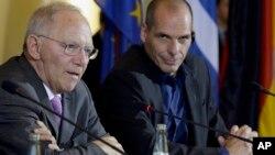 Министры финансов Германии Вольфганг Шойбле (слева) и Греции Янис Варуфакис