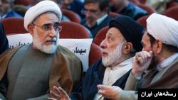 رسول منتجب نیا (چپ) در کنار هادی خامنهای برادر آیت الله علی خامنهای