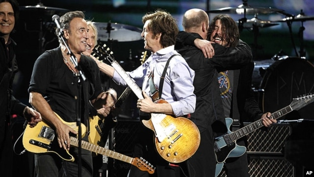 From left, Rusty Anderson, Bruce Springsteen, Joe Walsh, Paul McCartney, and Dave Grohl perform during the 54th annual Grammy Awards in Los Angeles, February 12, 2012. (AP Photo/Matt Sayles)