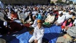 مسلمانان عید فطر را جشن می گیرند