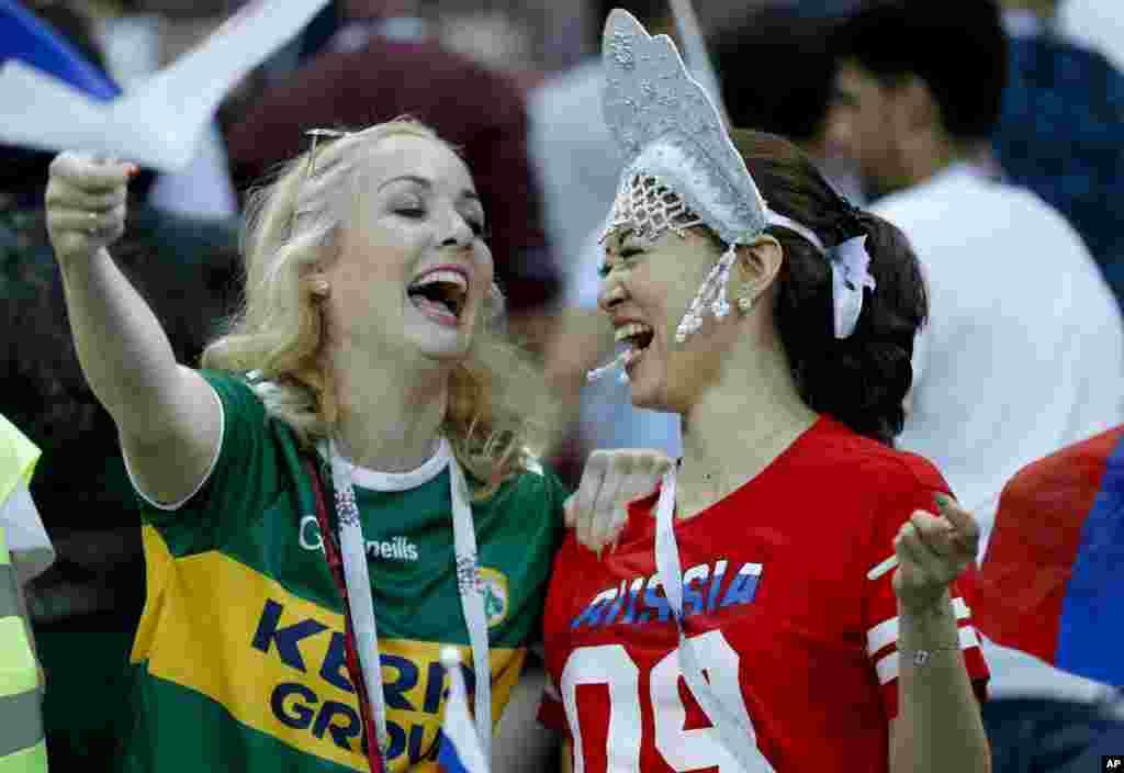 علاقمندان تیم های فوتبال اسپانیا و روسیهدر مسابقات جام جهانی ۲۰۱۹ روسیه