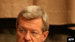 Thượng nghị sĩ Baucus nói nhiệm vụ của ông là phải cho chính phủ Trung Quốc biết vấn đề này nghiêm trọng đến mức nào