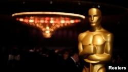 اکیڈمی نے ایسی فلموں کو بھی ایوارڈز میں شامل کرنے کا فیصلہ کیا ہے جن کی نمائش سنیما گھروں میں طے تھی تاہم بندشوں کے باعث ان کو لائیو اسٹریمنگ وئب سائٹس پر پیش کیا گیا ہے۔
