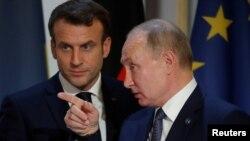 Prezida w'Uburusiya Vladimir Putin na Mugenzi wiwe w'Ubufaransa Emmanuel Macron